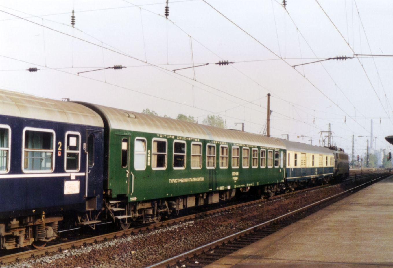 http://railfaneurope.net/pix/bg/car/night/Bcme/BDZ_Bc_1.jpg