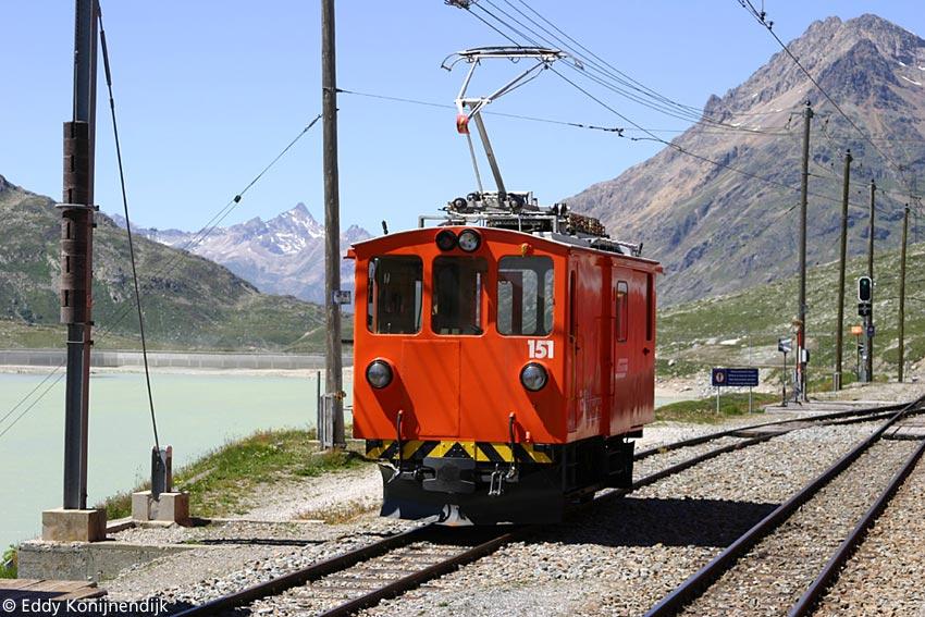 http://railfaneurope.net/pix/ch/narrow_gauge/RhB/electric/shunter/De2_2/151.jpg