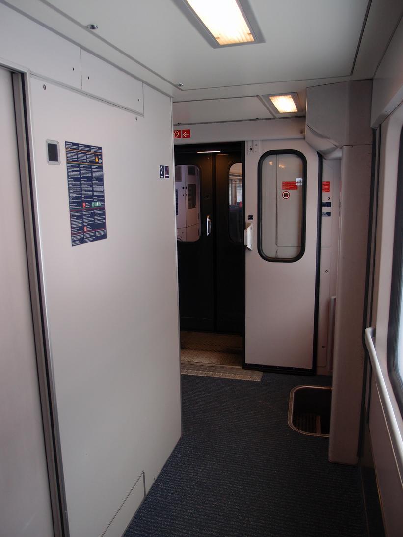 http://railfaneurope.net/pix/de/car/IC%2BIR/Bpmbdzf/interior/61_80_80-91_118-2_i7.jpg