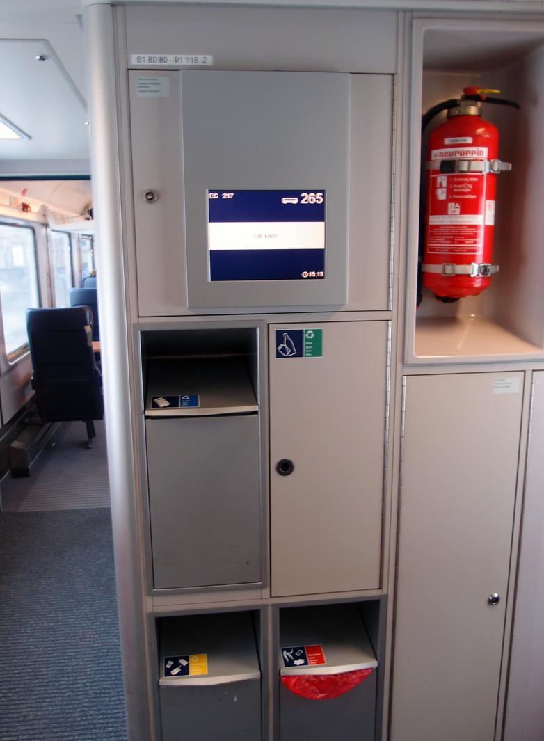 http://railfaneurope.net/pix/de/car/IC%2BIR/Bpmbdzf/interior/61_80_80-91_118-2_i8.jpg
