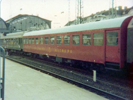 http://railfaneurope.net/pix/de/car/historic/DR/mitropa.jpg