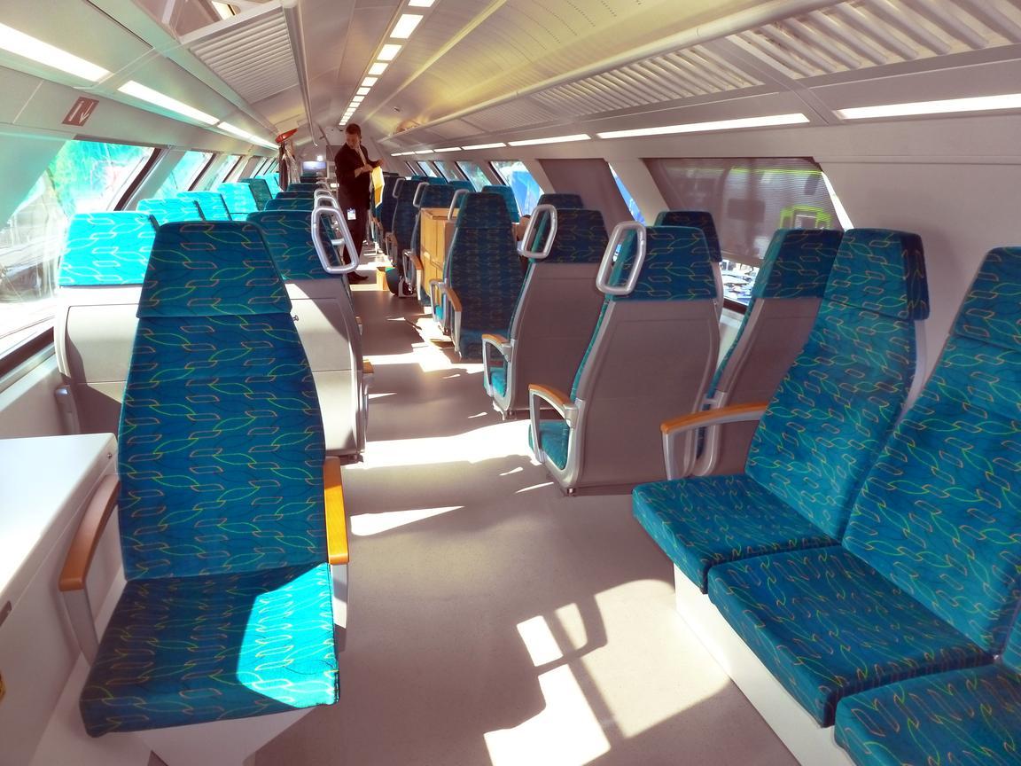 http://railfaneurope.net/pix/de/private/passenger/ODEG/ET445/94_80_0445_102-7_i1.jpg