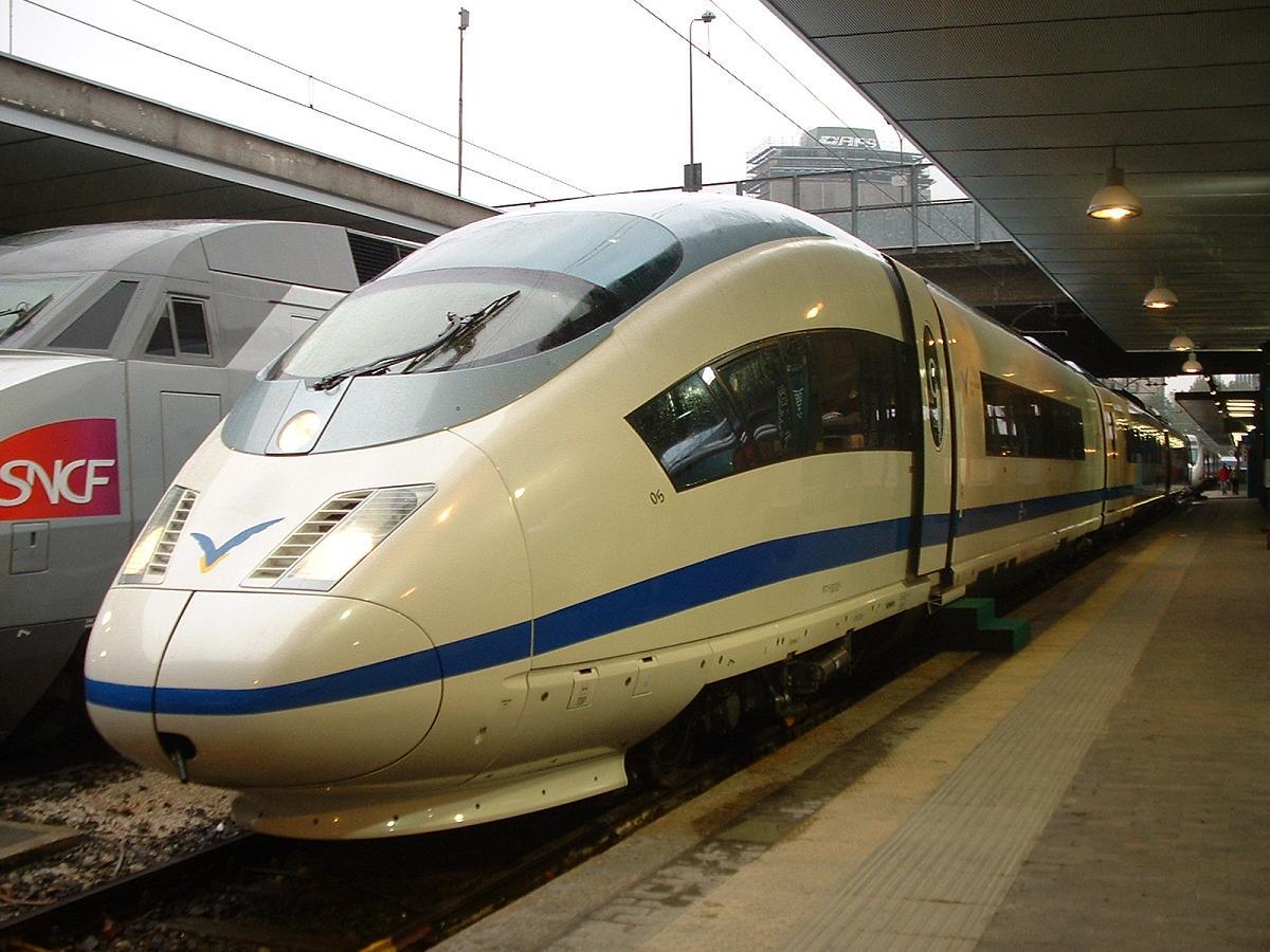 http://railfaneurope.net/pix/es/electric/emu/103-Velaro/Eurailspeed2005/RENFE_Velaro_96-71-9-103-205-1__90-71-7-103-305-9__92-71-6-103-305-9__MIPGa-01.jpg
