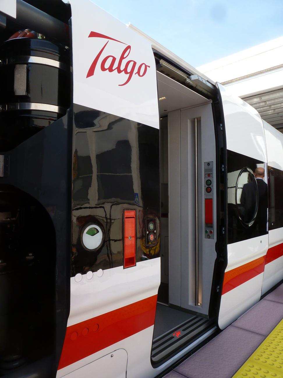 http://railfaneurope.net/pix/es/private/builder/Talgo/Avril/Avril_9it12.jpg