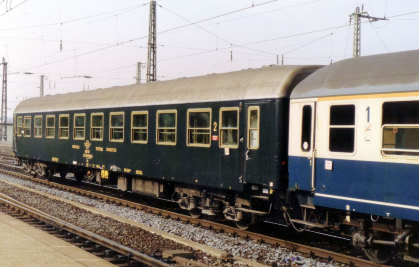 http://railfaneurope.net/pix/gr/car/night/Bc/OSE_Bc_3.jpg