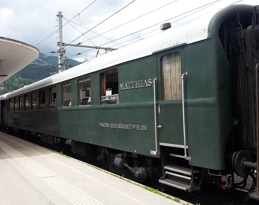 http://railfaneurope.net/pix/hu/car/historic/restaurant/56_55_88-29_252-6_Mz2.jpg