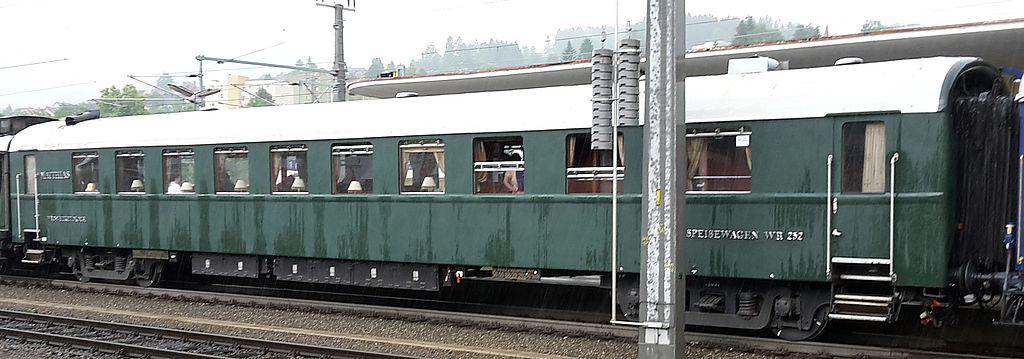 http://railfaneurope.net/pix/hu/car/historic/restaurant/56_55_88-29_252-6_Mz3.jpg