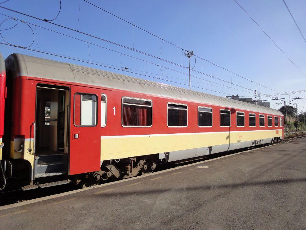 http://railfaneurope.net/pix/ne/Morocco/car/ONCF_Eurofima_RA9_Casa_1.jpg