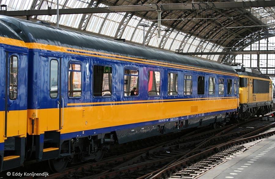 http://railfaneurope.net/pix/nl/car/Avmz/070628-53.jpg