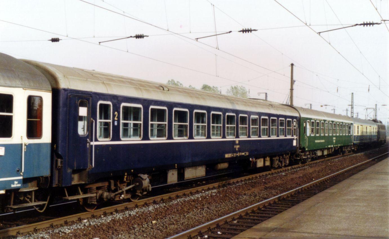 http://railfaneurope.net/pix/tr/car/express/UIC-X/TCDD_B_2.jpg